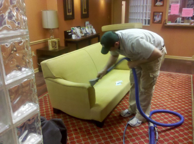 WHY YOU NEED TO HIRE A PROFESSIONAL CARPET CLEANER BEFORE THE HOLIDAYS