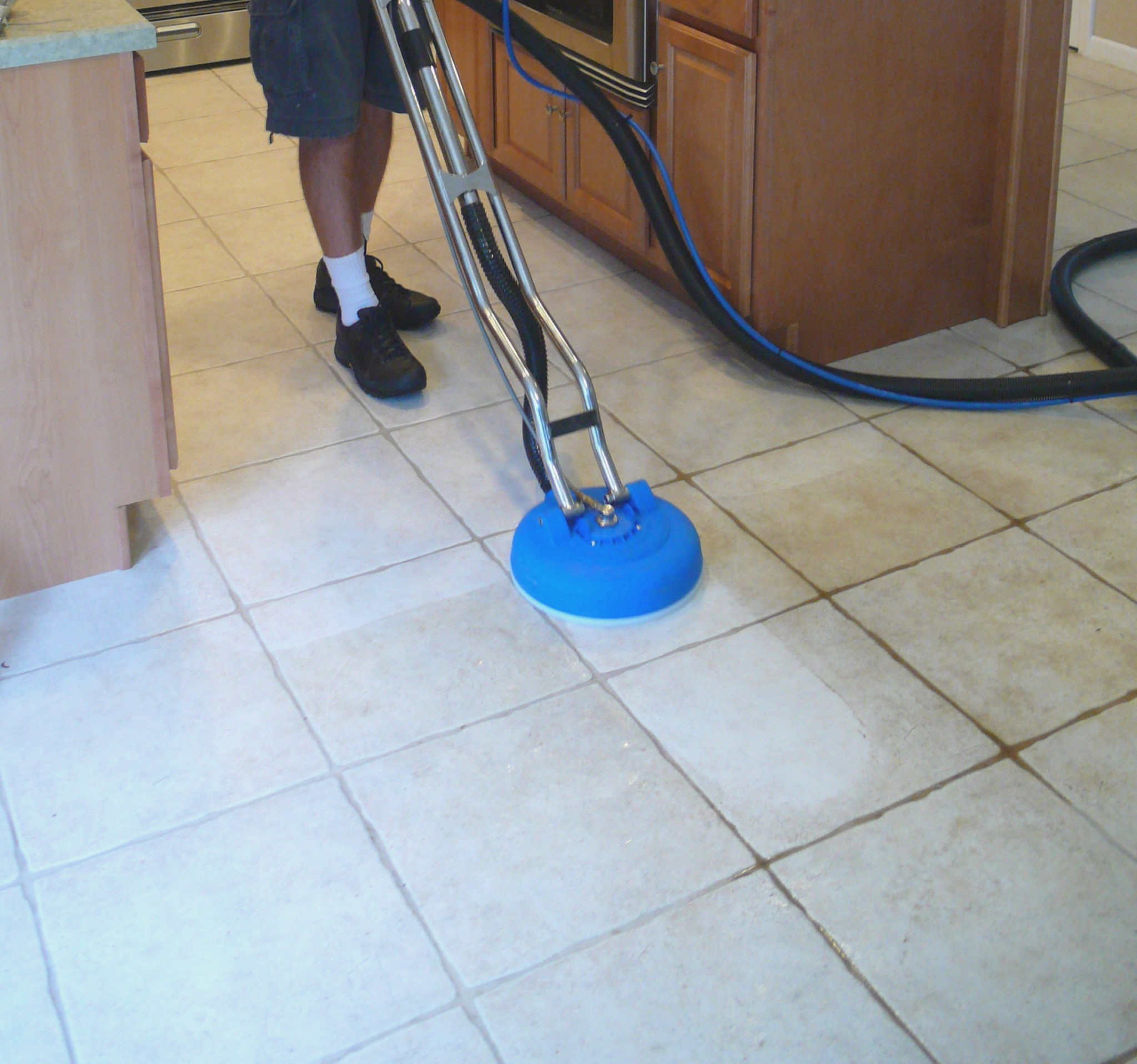 tile-and-grout-cleaning-how-to-clean-dirty-grout-in-tiled-floor ...